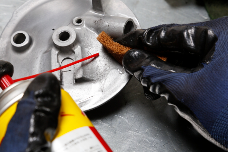 Polishing of aluminum parts from coarse to fine